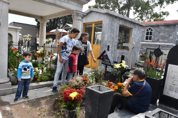 En marcha, operativo de seguridad en cementerios capitalinos