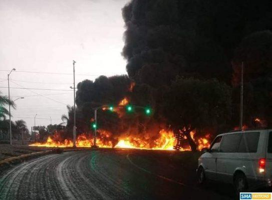 Explota pipa cargada de combustible en Celaya