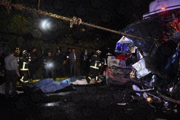 [VIDEO] Brutal choque de trailer deja 10 muertos en la México-Toluca