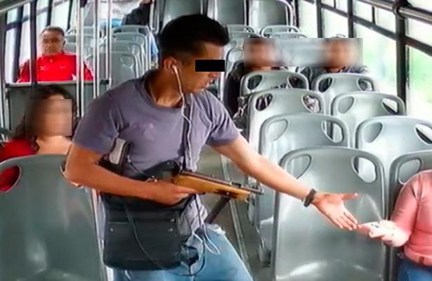 Condecoran al poli que mató a delincuente en Iztapalapa