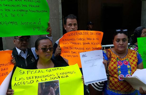 Damnificados de Juchitán acusan de fraude a ingeniero que les prometió sus casas