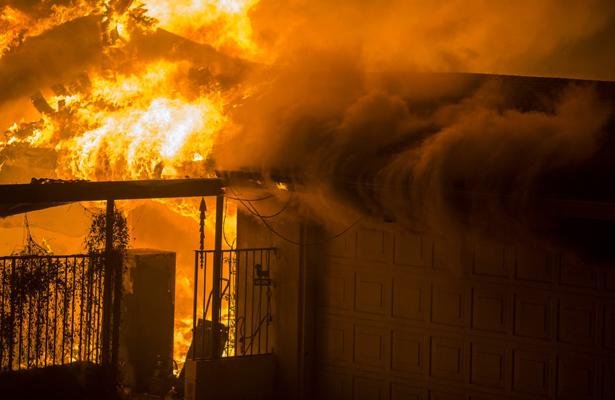 Al menos nueve muertos y 35 desaparecidos por incendios en California