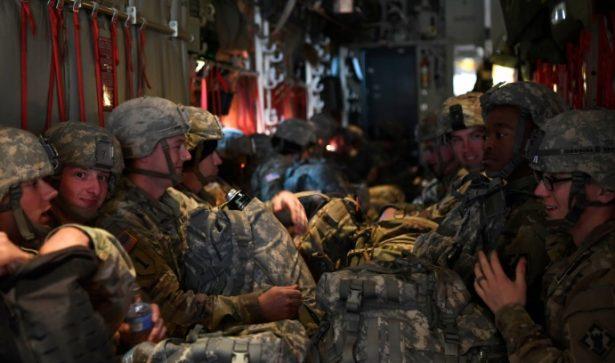 Despliegan militares al sur de Texas por caravana migrante