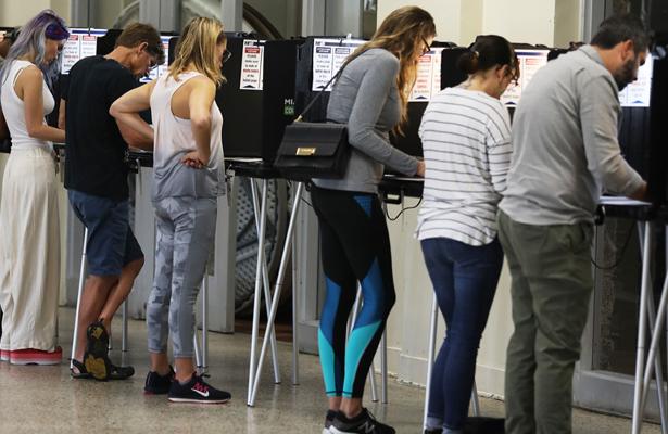 Electores de Florida emiten su voto para elegir gobernador