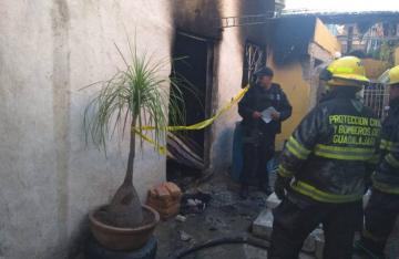 Huyen de la policía, pero mueren calcinados en Guadalajara