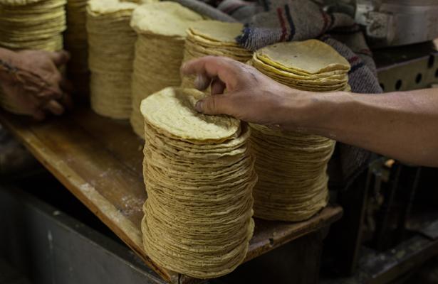 Podría registrarse un ajuste al precio de la tortilla, en enero, alertan maiceros