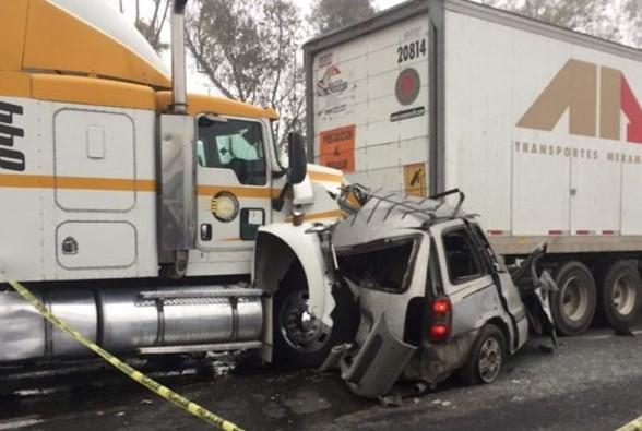 Mueren dos personas por fuerte choque en la México-Querétaro