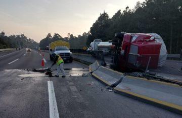 Vuelca camión con peregrinos en la autopista México- Puebla