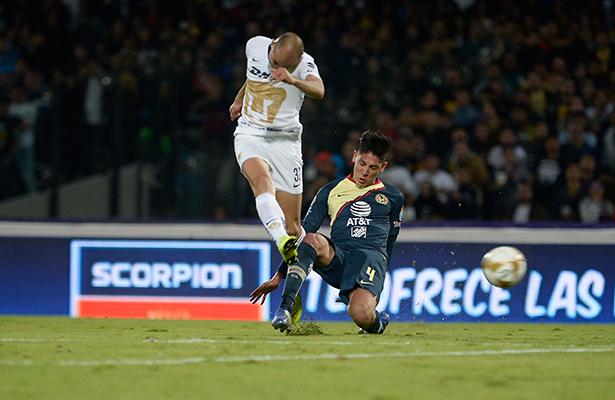 Pumas rescata empate 1-1 ante América en ida de seminfinales