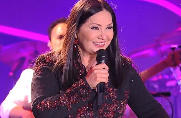 Golpean a Ana Gabriel en pleno concierto (Video)