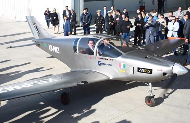 """Presentan """"Halcón 1"""", el primer avión fabricado en Guanajuato"""