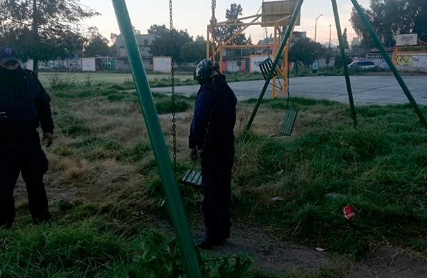 Lo torturan, asesinan y cuelgan en un columpio, en Valle de Chalco