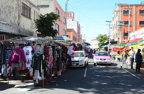 Demandan vecinos orden en calle de alcaldía de GAM