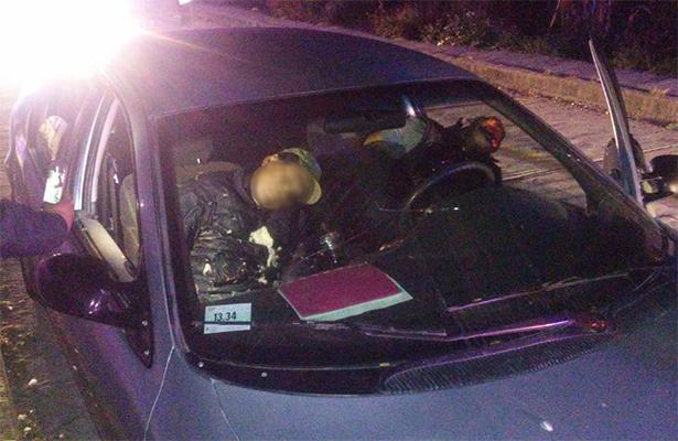 Ejecutan a dos a bordo de su vehículo en Toluca, Estado de México