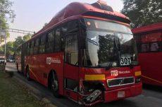 Otra vez un Metrobús provoca caos vial en la CDMX