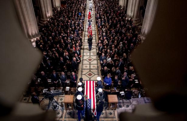Expresidentes de EU dan el último adiós a George H. W. Bush