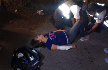 Tres lesionados al derrapar su moto en Abasolo