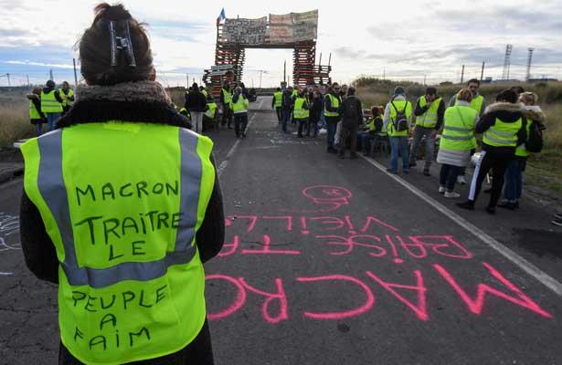 Anuncia Francia suspensión del aumento a los combustibles