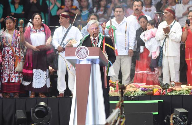 Asegura AMLO en el Zócalo que recibe un país en quiebra