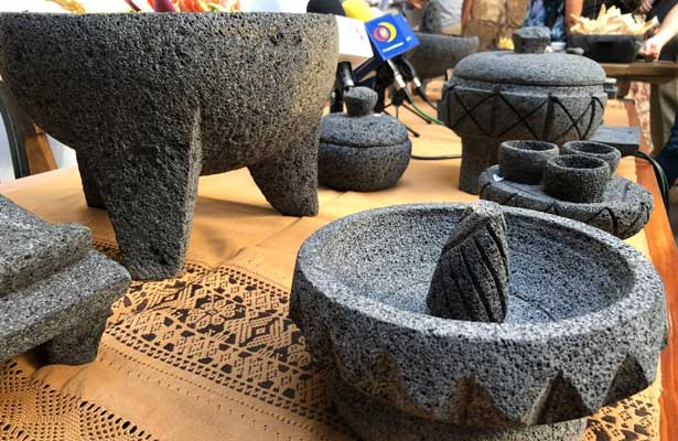 Elaboran el molcajete más grande del mundo en Morelia