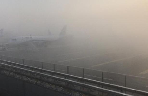 Reanuda operaciones el AICM tras banco de niebla