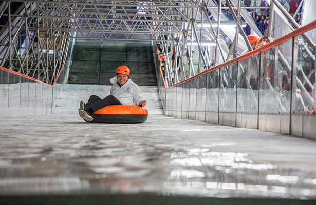 Inauguraron pista de hielo en el Monumento a la Revolución