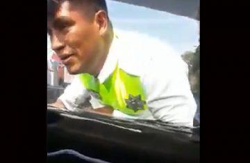 Trasladan a Barrientos a conductor que se llevó a policía sobre el cofre de su auto