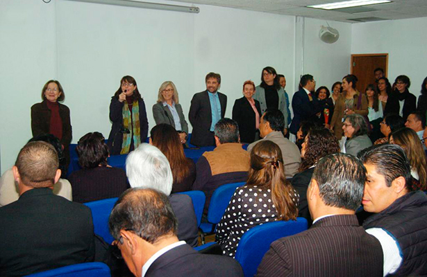 La Dra. Elena Álvarez-Buylla se reúne con la comunidad del Conacyt