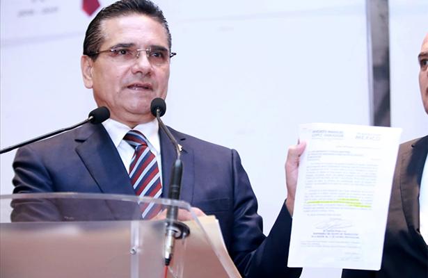 """Promoverá Silvano controversia constitucional contra el """"superdelegado"""""""