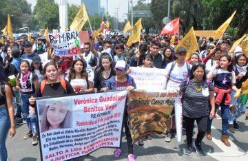 Estudiantes de la Prepa 2 marchan a Rectoría