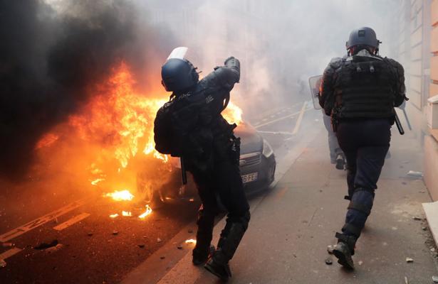 Nuevas manifestaciones azotaron París, hay 700 detenidos
