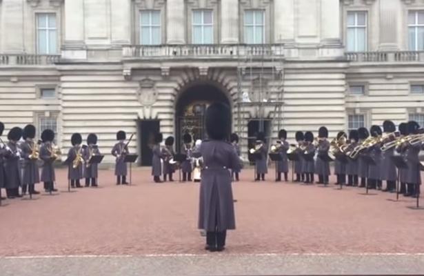 """Guardia Real tocó """"Bohemian Rhapsody"""" en el Palacio de Buckingham"""