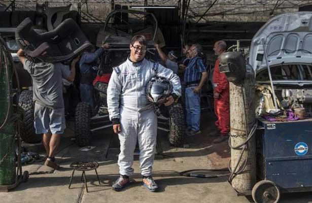 Lucas Barron, primer copiloto con Síndrome Down en Rally Dakar