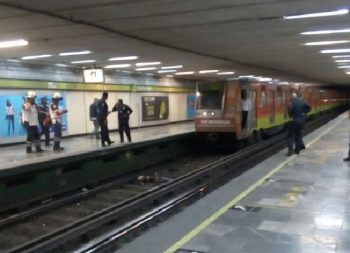 Joven se avienta a las vías del Metro Zapata