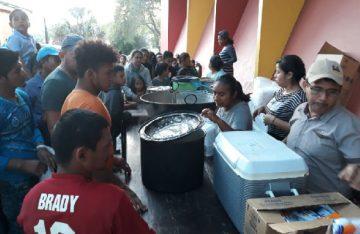 En Tapanatepec atienden a los mas de 500 migrantes que pretender llegar a los EU