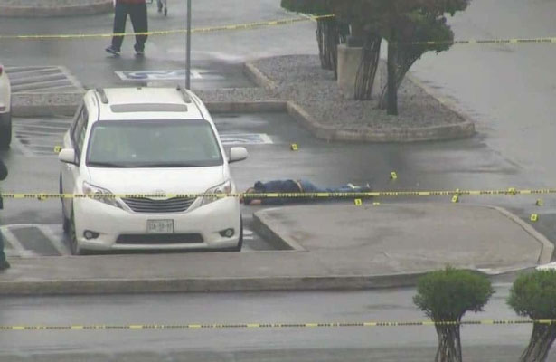 Terror en centro comercial, balacera deja un muerto
