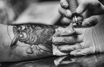 ¿Te vas a tatuar? Piénsalo dos veces