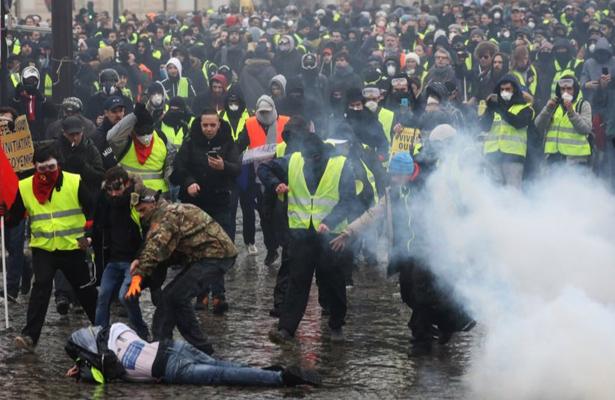 """Protestas de """"chalecos amarillos"""" en Francia deja 244 detenidos"""