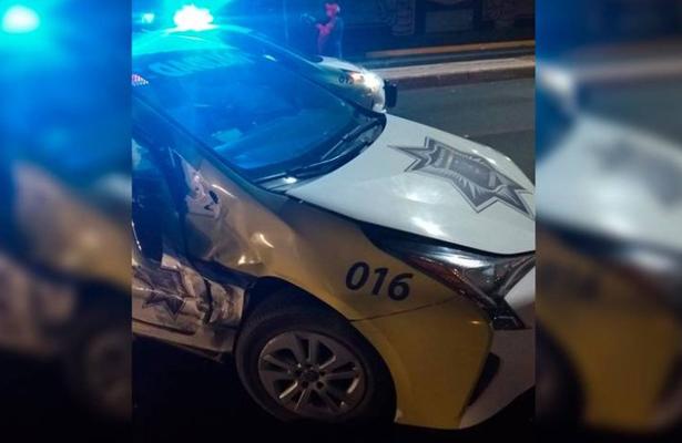 Ebria se estrella contra patrulla de vialidad, en Coahuila