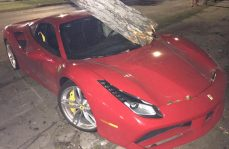 Abandonan auto deportivo valuado en casi 7 MDP tras choque en Jalisco