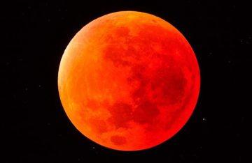 """Prepárate para ver la superluna llamada también """"sangre de lobo"""""""