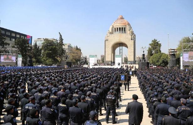 Nombran policía del mes y dan bienvenida a 3,500 nuevos elementos en CDMX