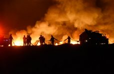 Voraz incendio en pastizales de Xochimilco