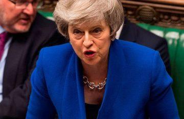 Parlamento británico rechaza estrategia de May para negociar el Brexit