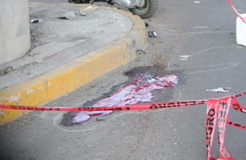 Por exceso de velocidad motociclista se estrella en Tláhuac