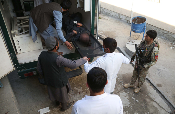 Atentado suicida deja 21 civiles muertos en Afganistán