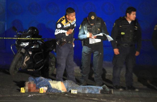 Se lo llevan entre las llantas y pierde la vida en Iztapalapa