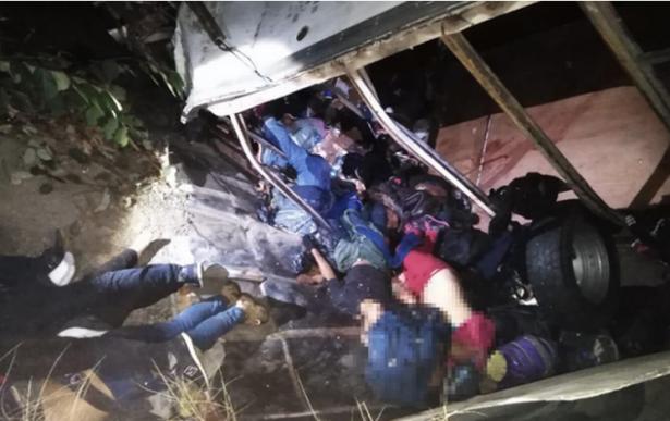 Mueren 29 migrantes al accidentarse camión en Chiapas