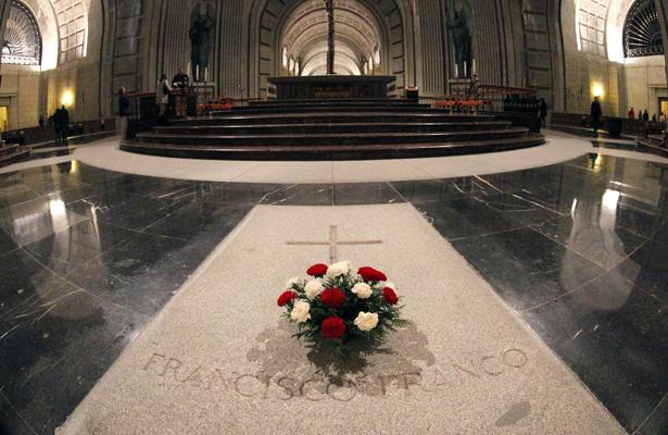 Trasladarán restos de Francisco Franco a cementerio El Pardo