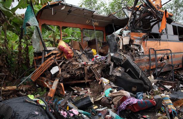 Al menos 65 personas mueren en choque de dos autobuses en Ghana